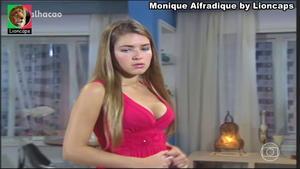 Monique Alfradique sensual em vários trabalhos