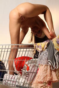 http://img187.imagevenue.com/loc37/th_000187461_tduid300163_MetArt_Entita_Alyssa_A_high_0098_123_37lo.jpg