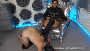 Domina-Bizarre: Mistress Ezada Sinn - Lick my boots and worship my feet