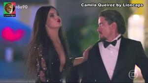 Camila Queiroz sensual na novela Verão 90
