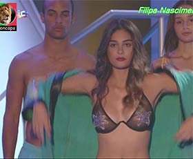 Filipa Nascimento super sensual em biquini na novela Vidas Opostas