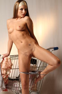 http://img187.imagevenue.com/loc98/th_000087536_tduid300163_MetArt_Entita_Alyssa_A_high_0086_123_98lo.jpg